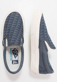 Vans - CLASSIC - Nazouvací boty - orion blue/marshmallow - 1