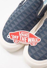 Vans - CLASSIC - Nazouvací boty - orion blue/marshmallow - 5