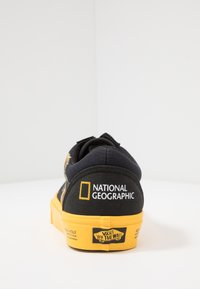 Vans - OLD SKOOL  - Sneakersy niskie - black/yellow/multicolor - 3