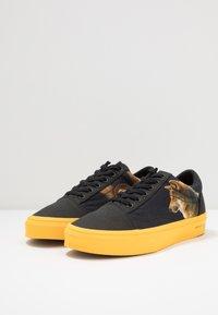 Vans - OLD SKOOL  - Sneakersy niskie - black/yellow/multicolor - 2
