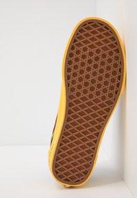 Vans - OLD SKOOL  - Sneakersy niskie - black/yellow/multicolor - 4