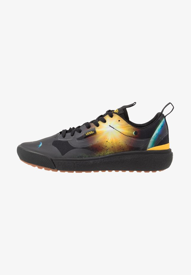 ULTRARANGE EXO - Sneakers laag - black/yellow