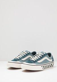 Vans - STYLE 36 DECON - Skate shoes - stargazer/lead - 2