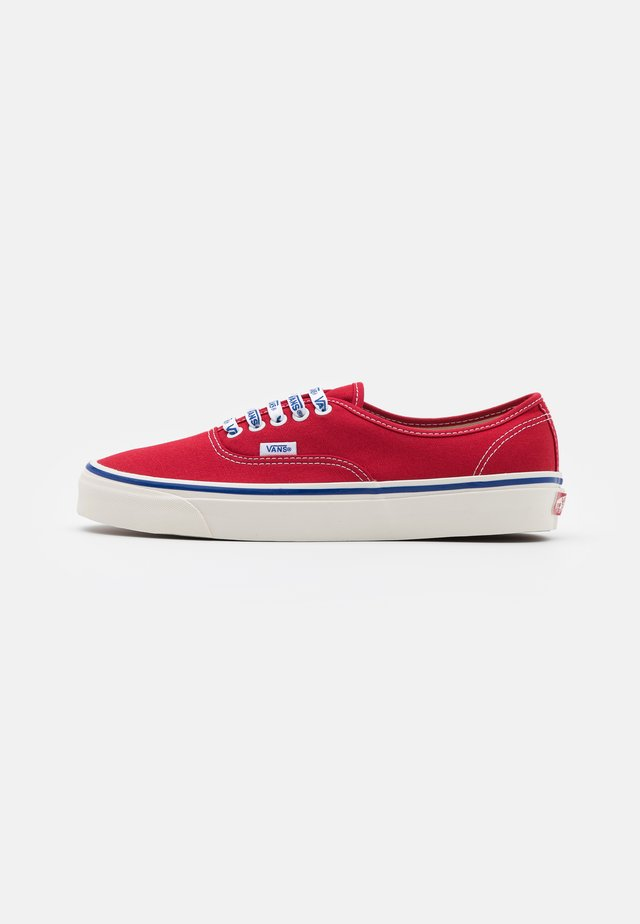 AUTHENTIC 44 DX UNISEX - Sneakers basse - red/offwhite/blue