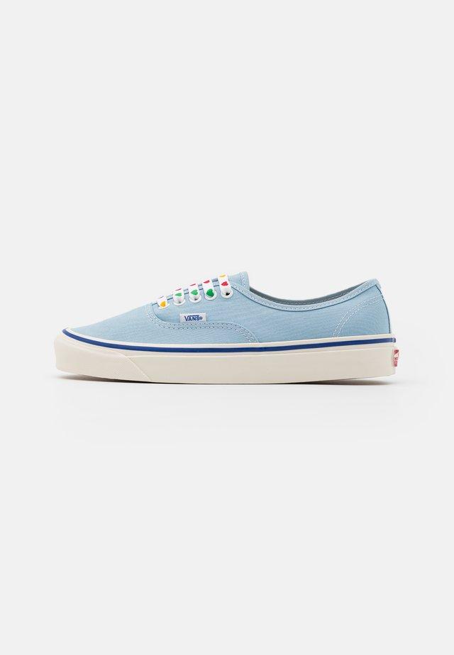 AUTHENTIC 44 DX UNISEX - Sneakers basse - light blue