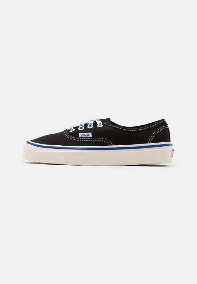 AUTHENTIC 44 DX UNISEX - Sneakers basse - black/offwhite