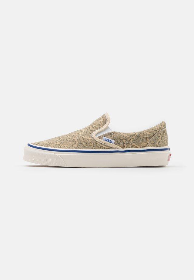 CLASSIC  9 UNISEX - Scarpe senza lacci - beige/offwhite