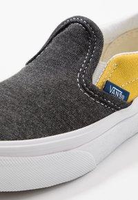 Vans - CLASSIC - Scarpe senza lacci - black/true white - 2