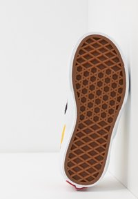 Vans - CLASSIC - Scarpe senza lacci - black/true white - 5