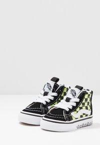 Vans - SK8 ZIP - Sneakers hoog - black/sharp green - 3