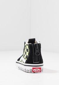 Vans - SK8 ZIP - Sneakers hoog - black/sharp green - 4