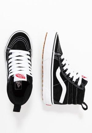 SK8 MTE - Höga sneakers - black/true white