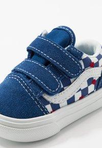 Vans - COMFYCUSH OLD SKOOL  - Zapatillas - true blue - 2