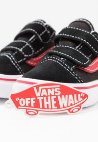Vans - COMFYCUSH OLD SKOOL  - Sneakers basse - black/red - 6