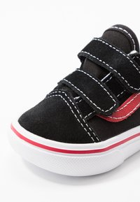Vans - COMFYCUSH OLD SKOOL  - Sneakers basse - black/red - 2