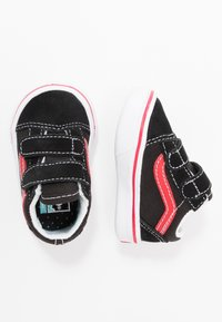 Vans - COMFYCUSH OLD SKOOL  - Sneakers basse - black/red - 0