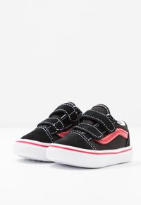 Vans - COMFYCUSH OLD SKOOL  - Sneakers basse - black/red - 3