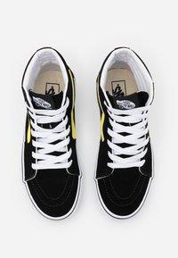 Vans - SK8 UNISEX - Korkeavartiset tennarit - black/blazing yellow/true white - 3