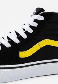 Vans - SK8 UNISEX - Korkeavartiset tennarit - black/blazing yellow/true white - 5