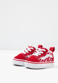 Vans - OLD SKOOL ELASTIC LACE - Matalavartiset tennarit - racing red/true white - 3