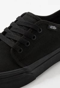 Vans - 106 VULCANIZED - Scarpe skate - black - 2