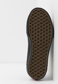 Vans - 106 VULCANIZED - Scarpe skate - black - 5