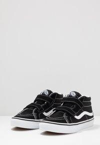 Vans - SK8-MID REISSUE - Vysoké tenisky - black/true white - 3