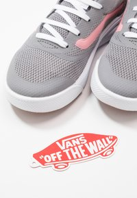 Vans - ULTRARANGE RAPIDWELD - Trainers - frost gray/pink icing - 6