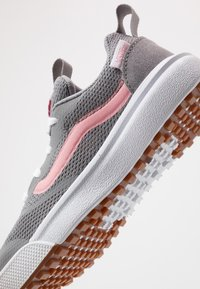 Vans - ULTRARANGE RAPIDWELD - Trainers - frost gray/pink icing - 2