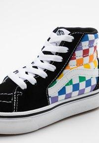 Vans - COMFYCUSH SK8 - Zapatillas altas - rainbow/true white - 5
