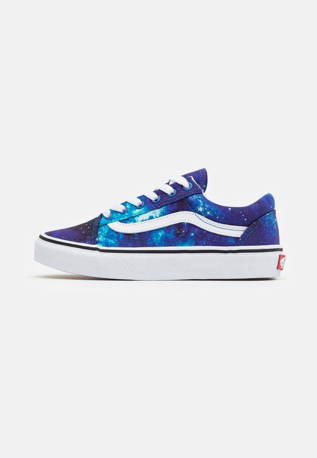OLD SKOOL EXCLUSIVE - Sneakers - multicolor/nebulas blue/true white