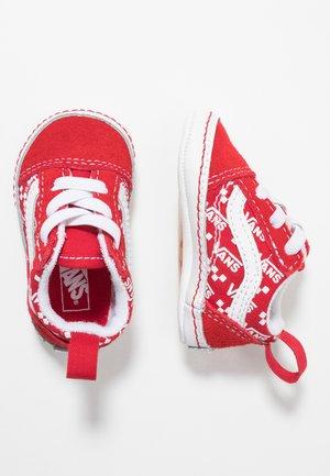 IN OLD SKOOL CRIB - Regalo per nascita - racing red/true white