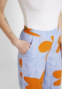 Vans - CAPSULE PANT - Pantalon classique - blue - 5