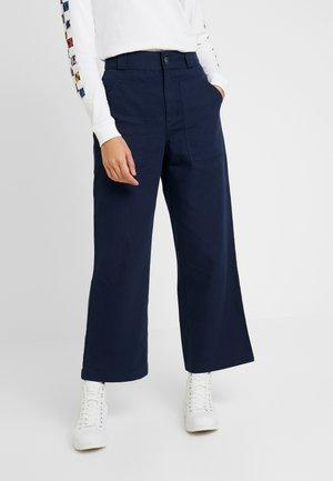 OIL CHANGE PANT - Pantalones - blues