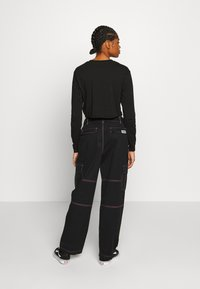 Vans - THREAD IT PANT - Pantalon classique - black - 2
