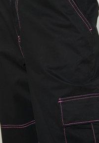 Vans - THREAD IT PANT - Pantalon classique - black - 4