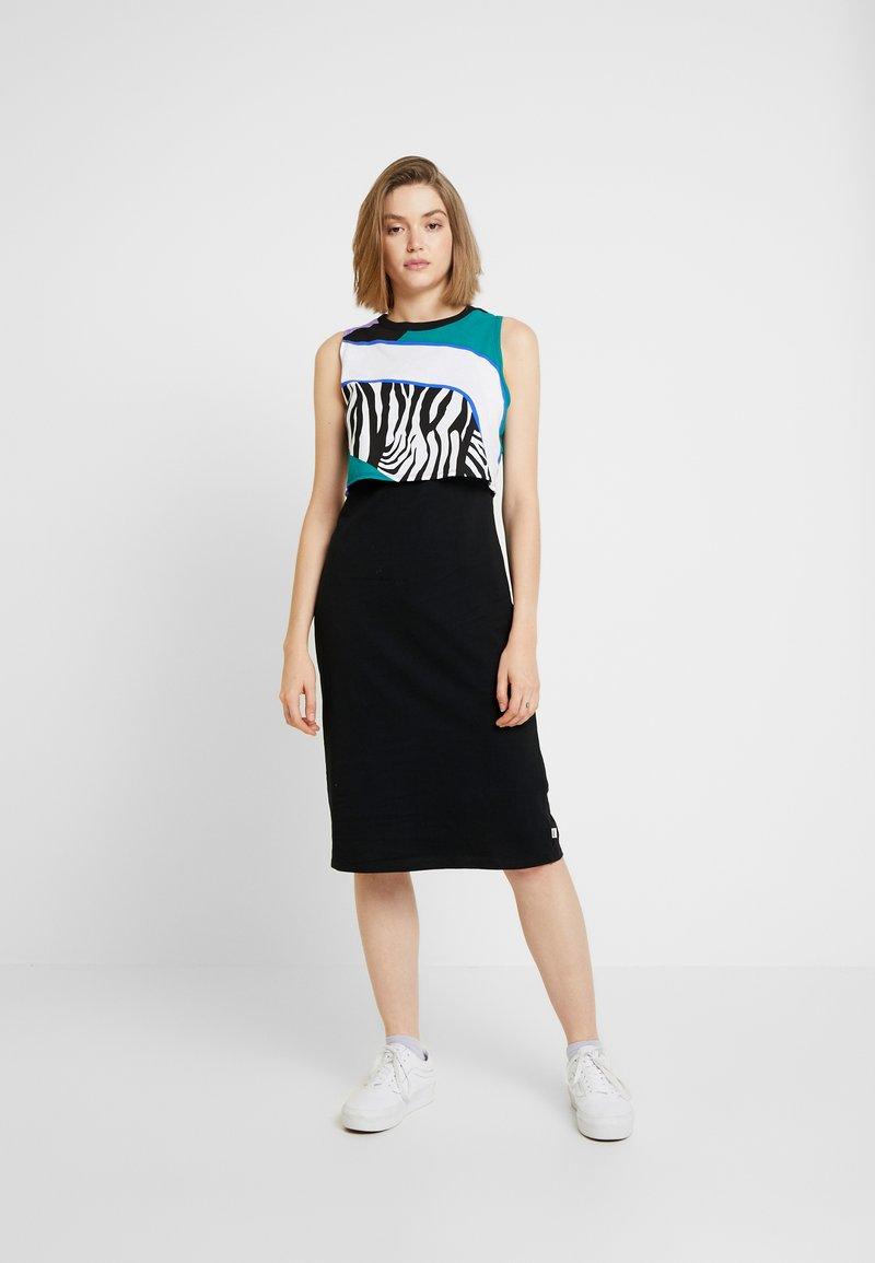 Vans - SUNSET MUSCLE DRESS - Jerseykleid - black