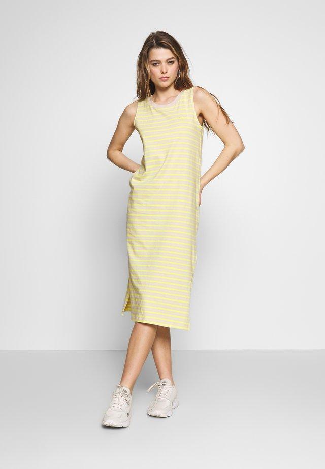 MINI MIDI DRESS - Sukienka z dżerseju - lemon tonic