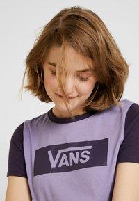 Vans - V TANGLE RANGE RINGER - T-shirt con stampa - lilac - 3