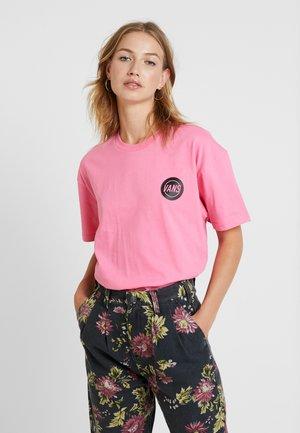 TAPER OFF - T-shirt z nadrukiem - azalea pink