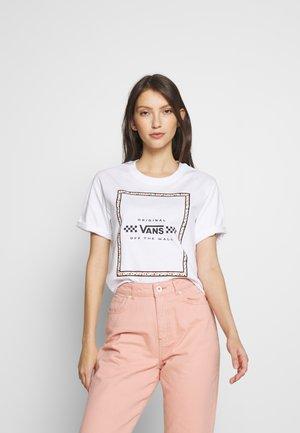 LEILA TEE - T-shirts med print - white