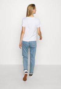 Vans - VINTAGE CHECK BOX - T-shirt con stampa - white - 2