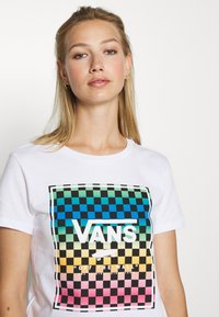 Vans - VINTAGE CHECK BOX - T-shirt con stampa - white - 3
