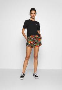 Vans - BOXY - T-shirt basic - black - 1