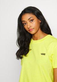Vans - JUNIOR  BOXY - Print T-shirt - lemon tonic - 4