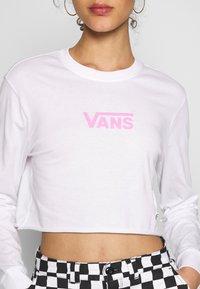 Vans - AIRBORNE CROP - Maglietta a manica lunga - white/fuchsia pink - 5