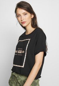 Vans - LEILA TEE - T-shirt con stampa - black - 3