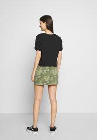 Vans - LEILA TEE - T-shirt con stampa - black - 2