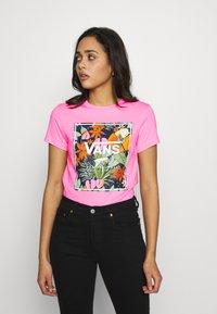 Vans - BOXLET - T-shirt con stampa - fuchsia pink - 0