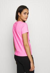 Vans - BOXLET - T-shirt con stampa - fuchsia pink - 2